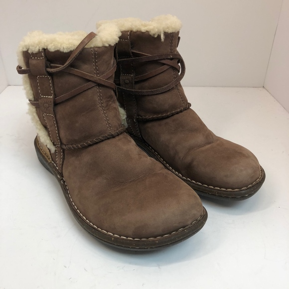 f455d7b98bf UGG Short Leather Tie Boots size 6